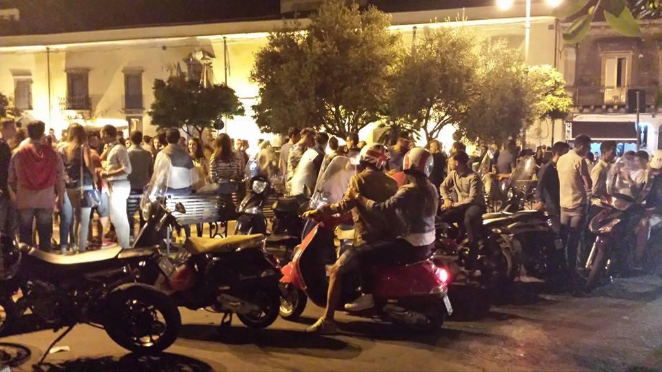 """La movida di piazza Umberto, i commercianti: """"Servono più controlli"""""""