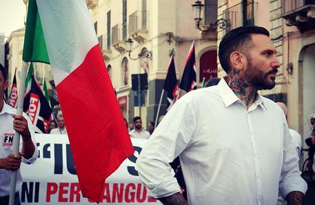 PALERMO: Dirigente di Forza Nuova legato mani e piedi e pestato in strada